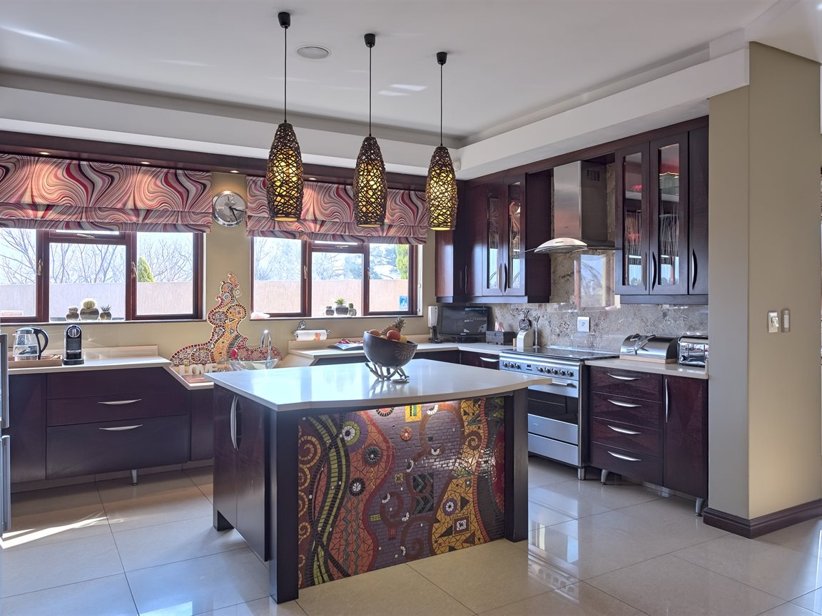 Three Rivers East property for sale. Ref No: 13240975. Picture no 10