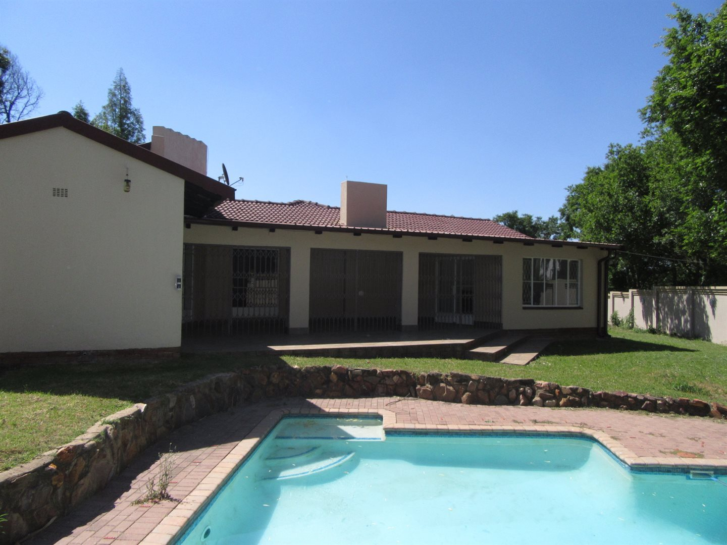 Sandton, River Club Property    Houses For Sale River Club, River Club, House 4 bedrooms property for sale Price:3,500,000