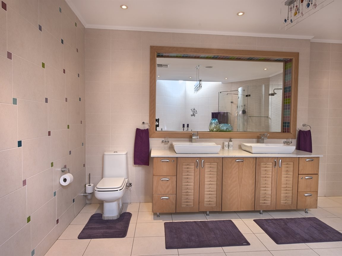 Three Rivers East property for sale. Ref No: 13240975. Picture no 33