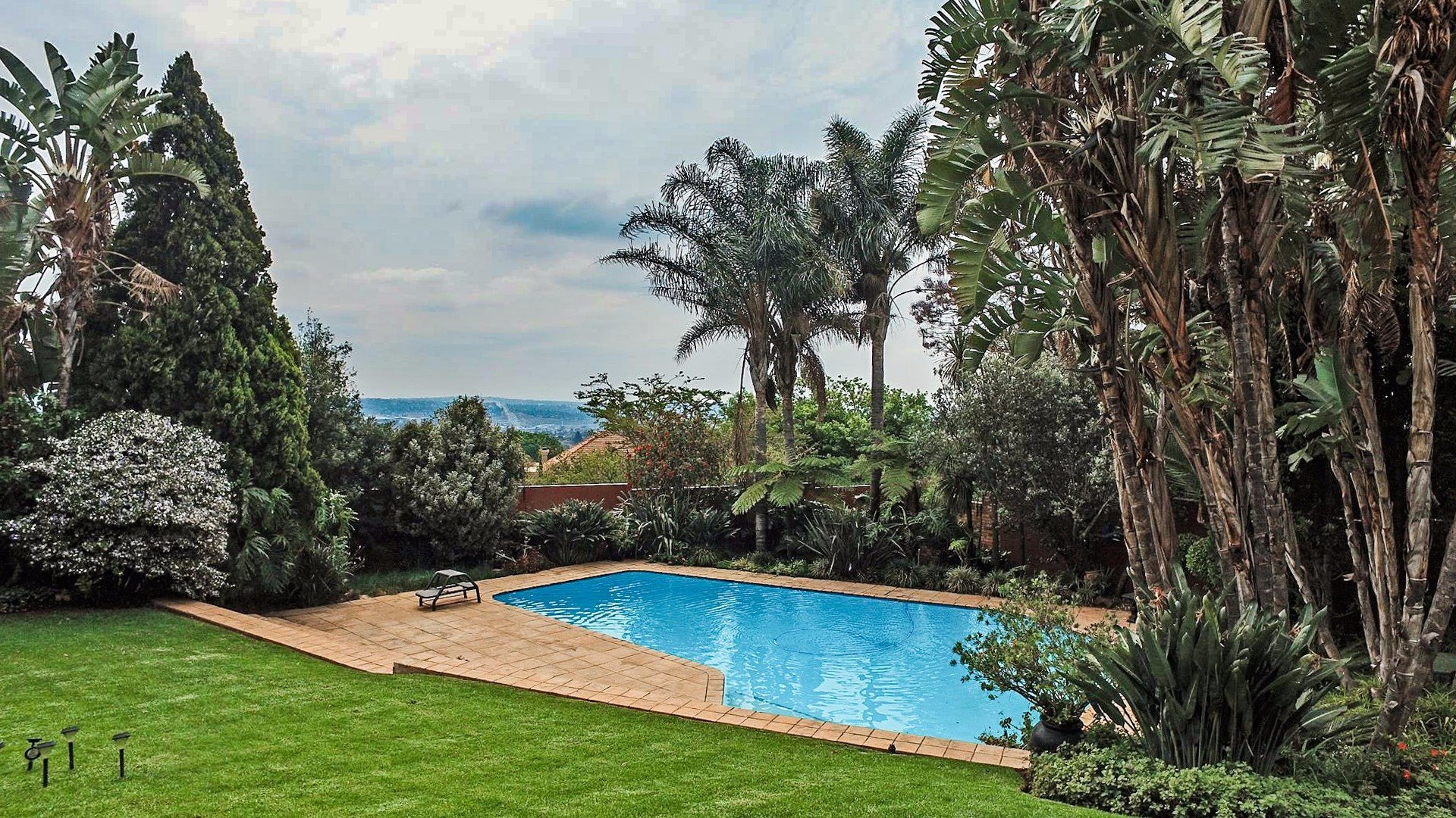 Northcliff property for sale. Ref No: 13537074. Picture no 2