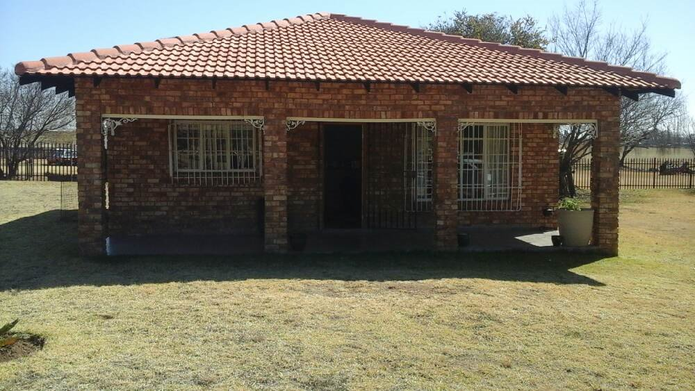 Property and Houses for sale in Hartbeesfontein, Farms, 2 Bedrooms - ZAR 2,750,000