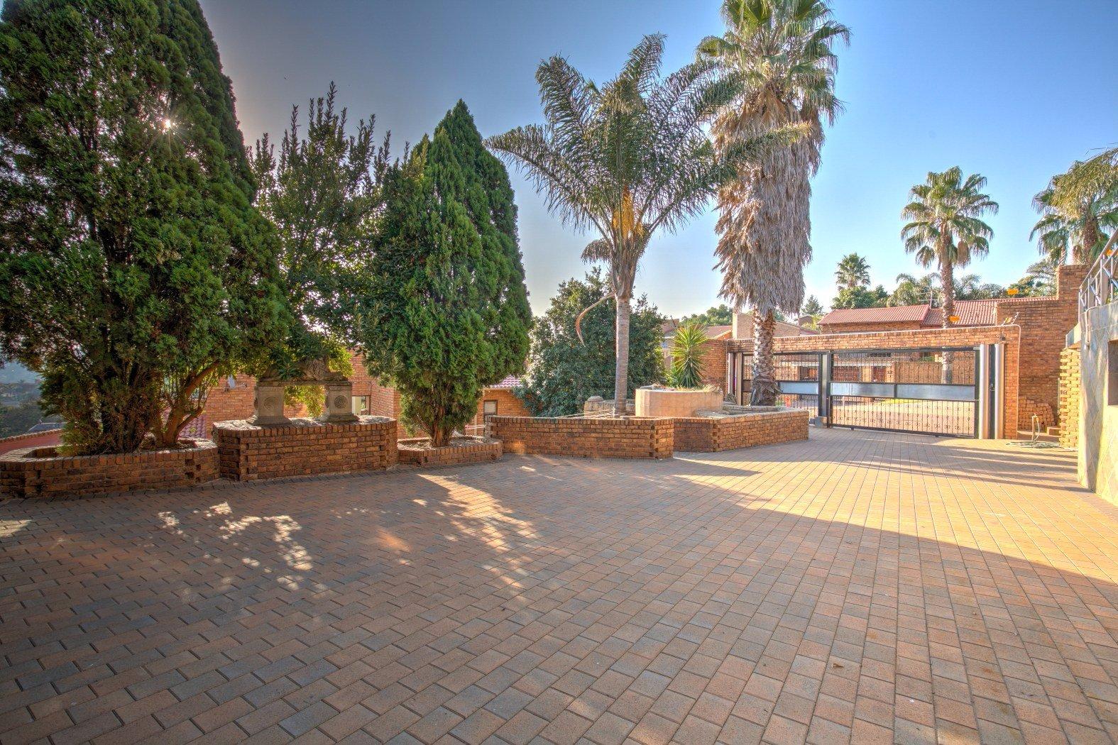 Bassonia property for sale. Ref No: 13506595. Picture no 31