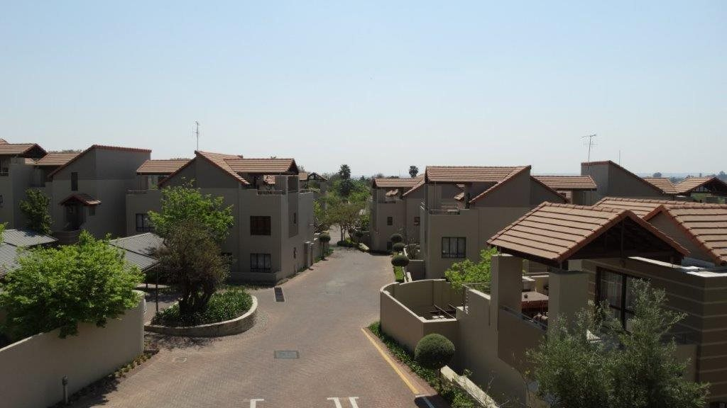 Fourways property to rent. Ref No: 13533114. Picture no 15