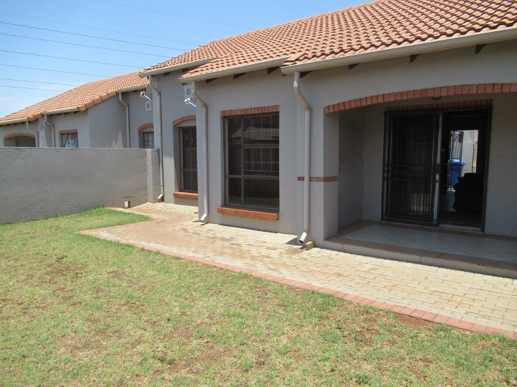 Centurion, Eco Park Estate Property  | Houses For Sale Eco Park Estate, Eco Park Estate, Townhouse 2 bedrooms property for sale Price:1,250,000