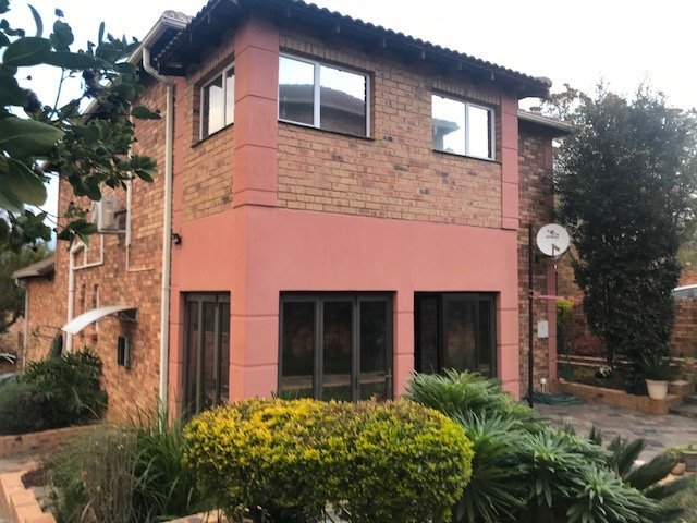 Property and Houses for sale in Olivedale, Townhouse, 3 Bedrooms - ZAR 1,595,000