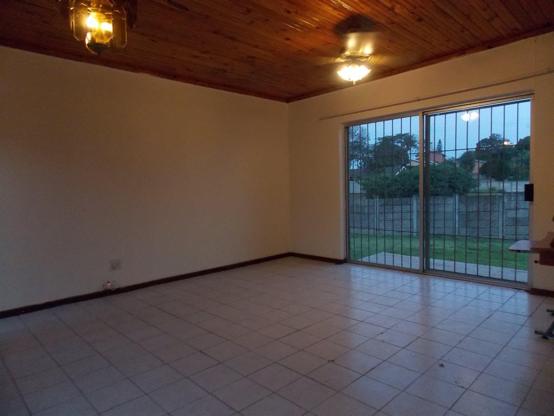 Noordsig property to rent. Ref No: 13525991. Picture no 11