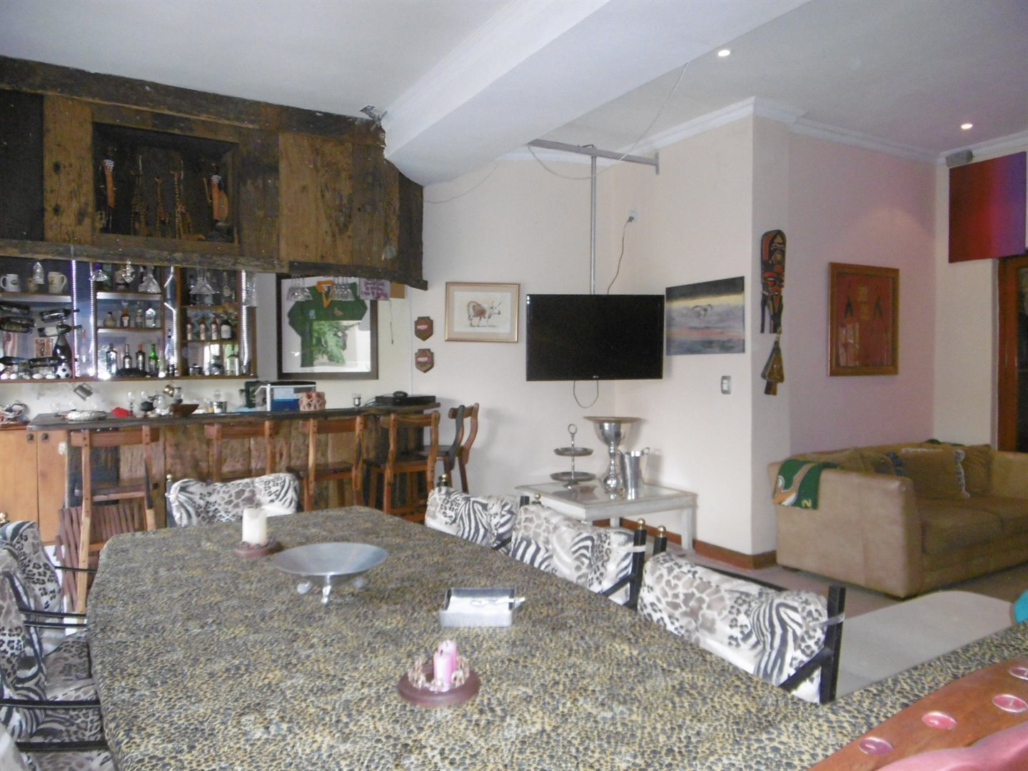 Bryanston property for sale. Ref No: 13464144. Picture no 22