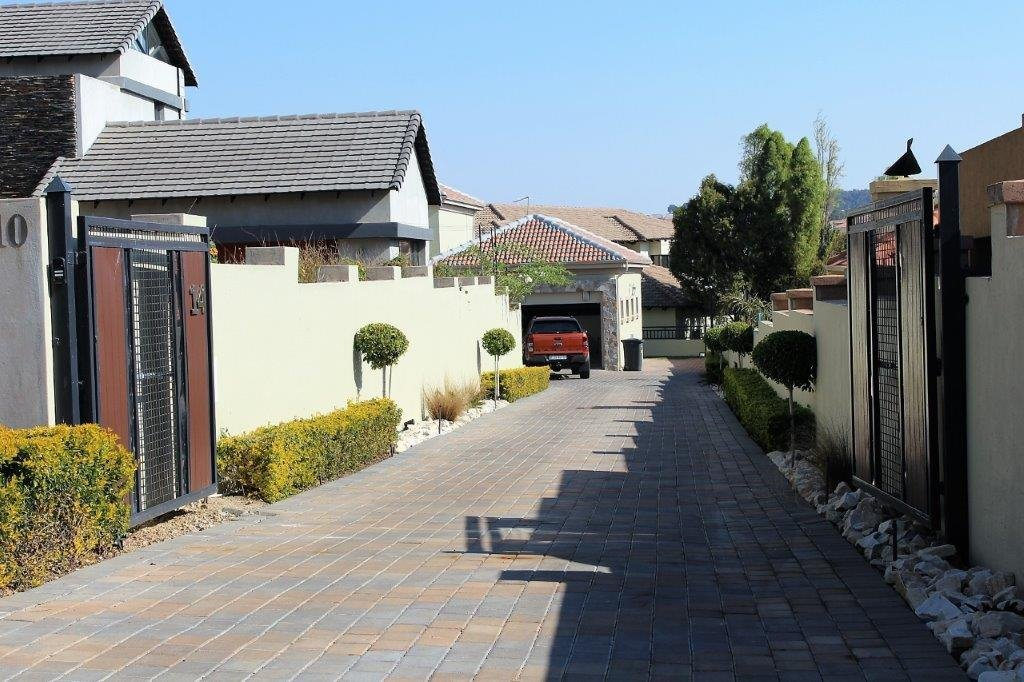 Blue Valley Golf Estate property for sale. Ref No: 13491559. Picture no 36