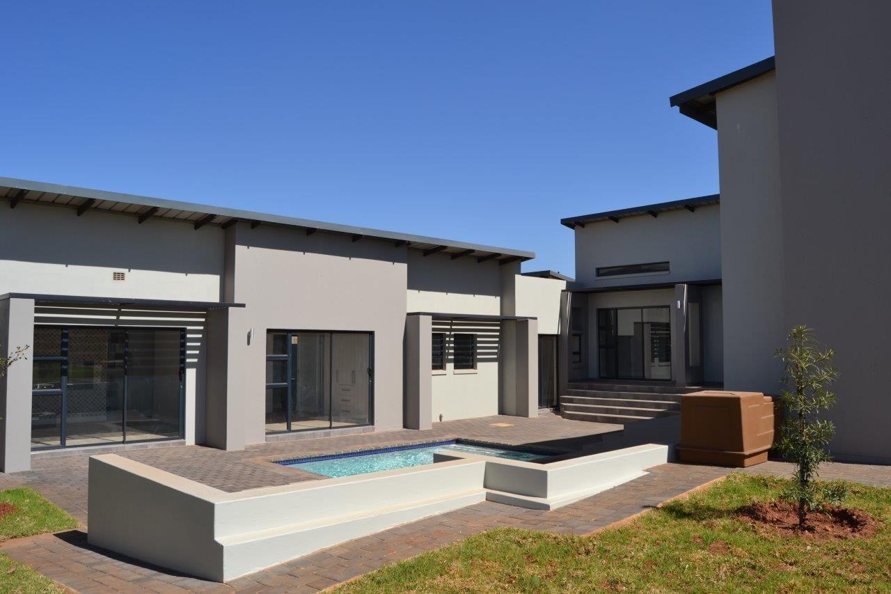 Midstream Ridge Estate property for sale. Ref No: 13500360. Picture no 31