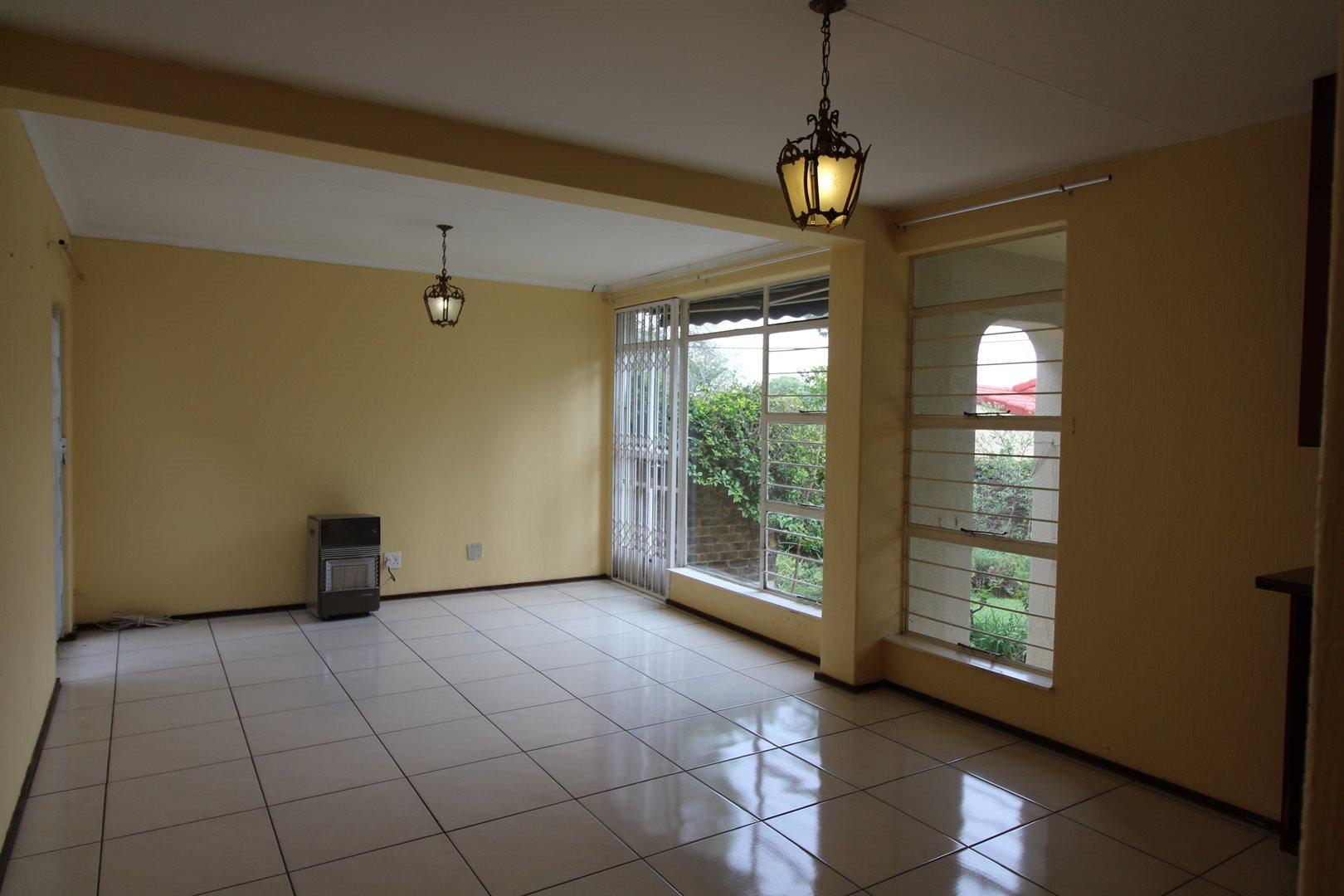 Bryanston property for sale. Ref No: 13552406. Picture no 10
