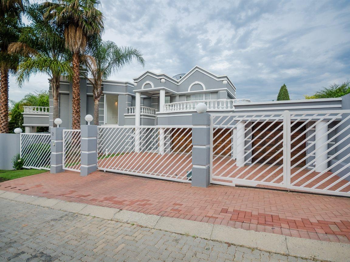Bryanston property for sale. Ref No: 13418612. Picture no 25
