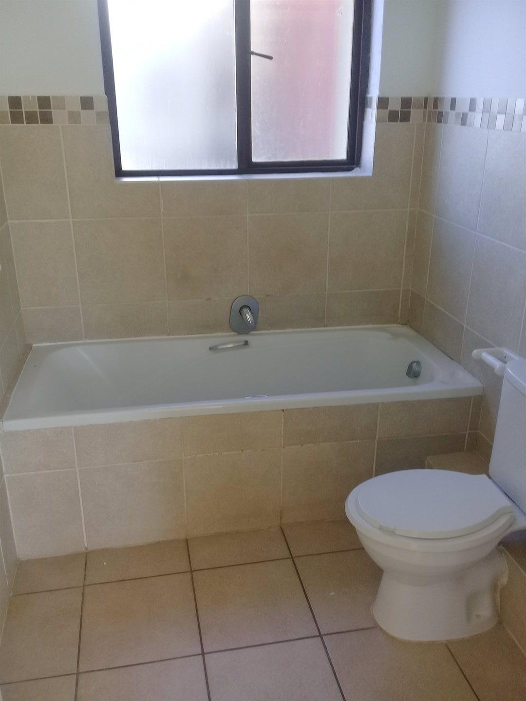 Brackenham property for sale. Ref No: 13528097. Picture no 7