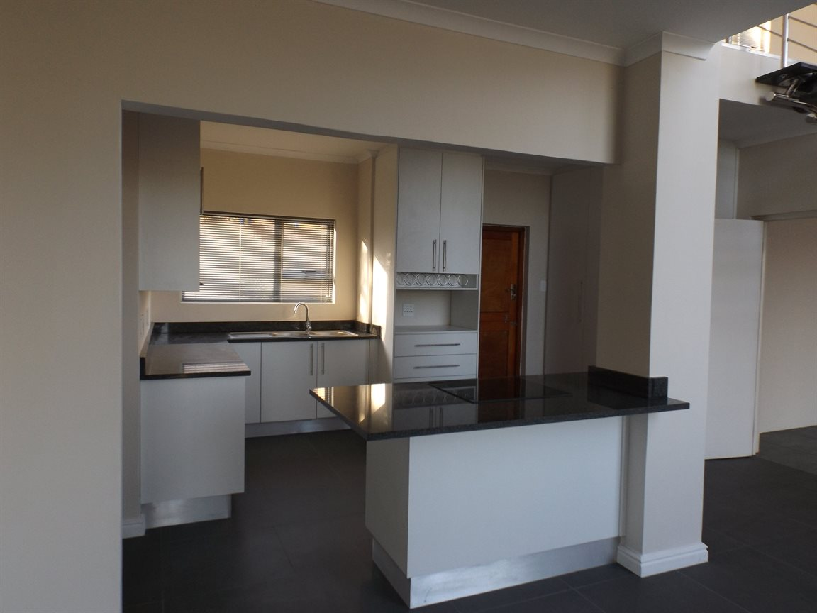 Beacon Bay property for sale. Ref No: 13362713. Picture no 2