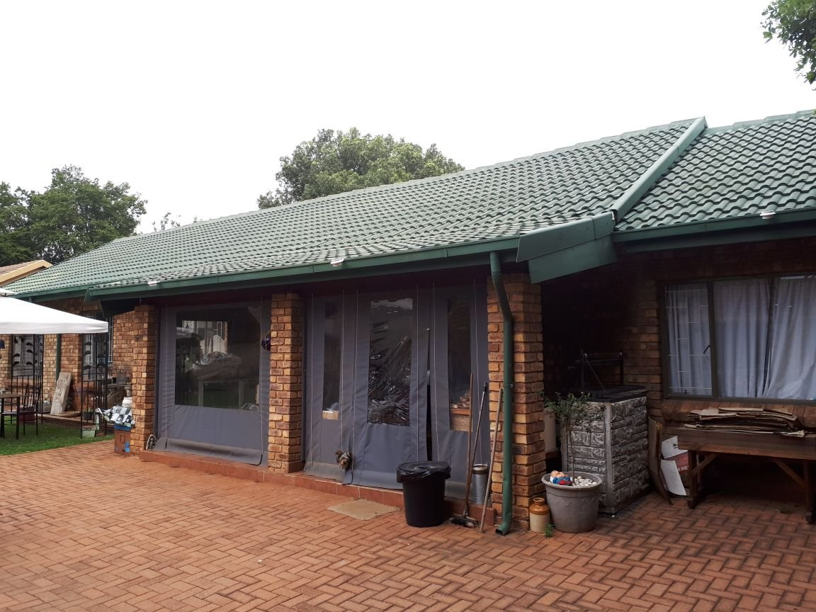 Property and Houses for sale in Rooihuiskraal North, House, 6 Bedrooms - ZAR 2,100,000
