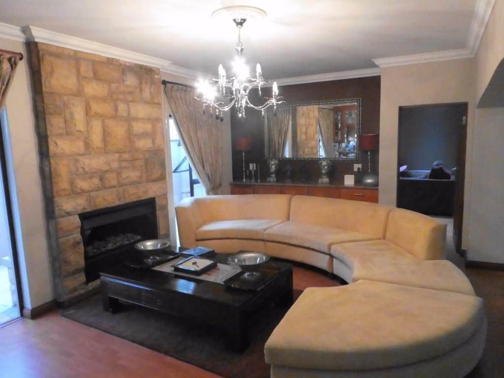 Midstream Estate property for sale. Ref No: 13506205. Picture no 11