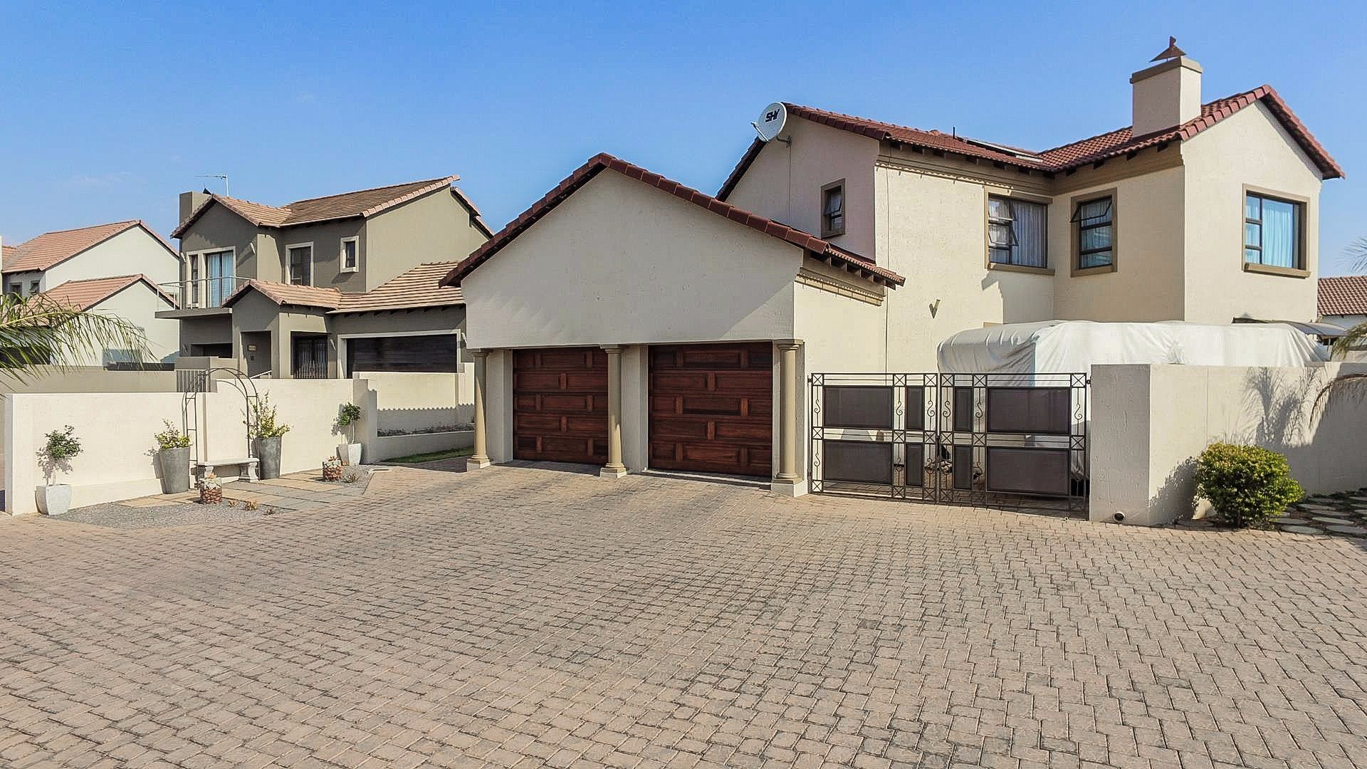 Property and Houses for sale in Thatchfield Estate, House, 4 Bedrooms - ZAR 2,375,000