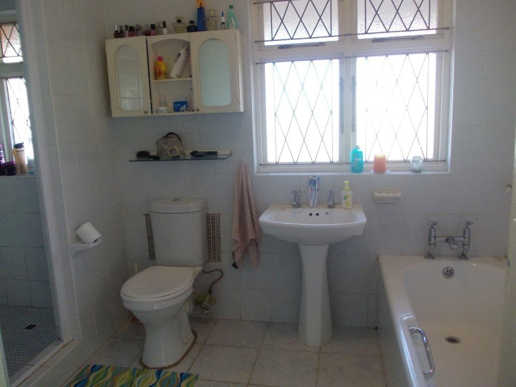 Shelly Beach property for sale. Ref No: 13229990. Picture no 19
