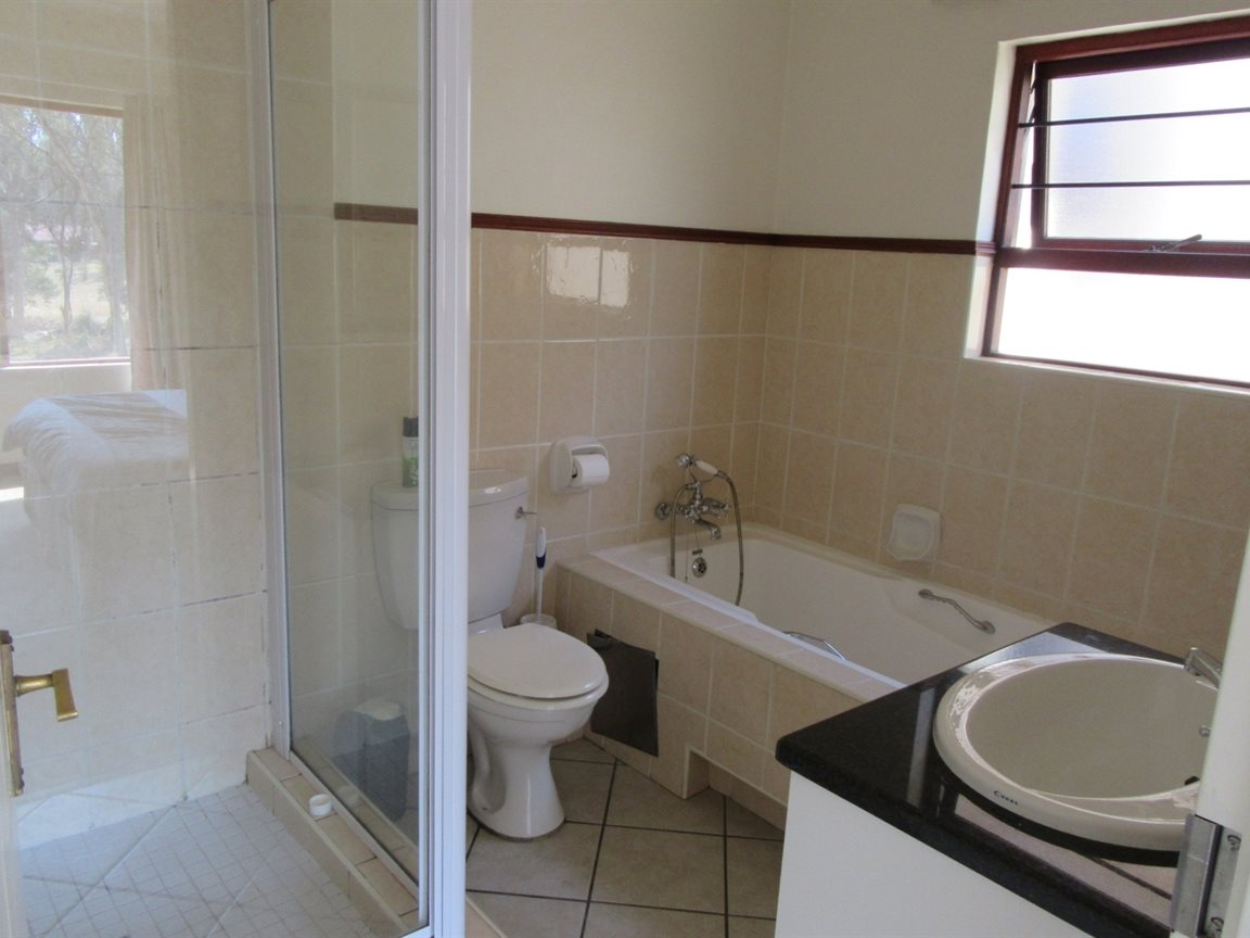 Bryanston property to rent. Ref No: 13270639. Picture no 7