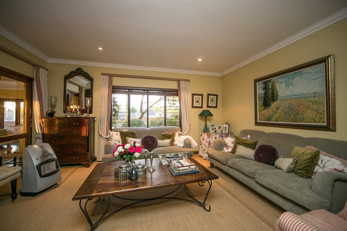 Fourways property for sale. Ref No: 13450350. Picture no 11