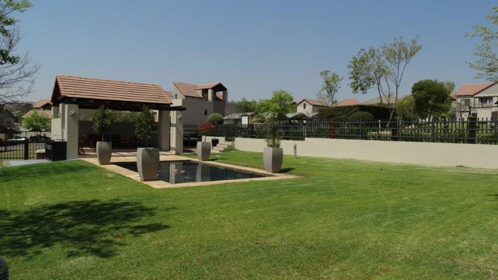 Fourways property to rent. Ref No: 13533114. Picture no 16
