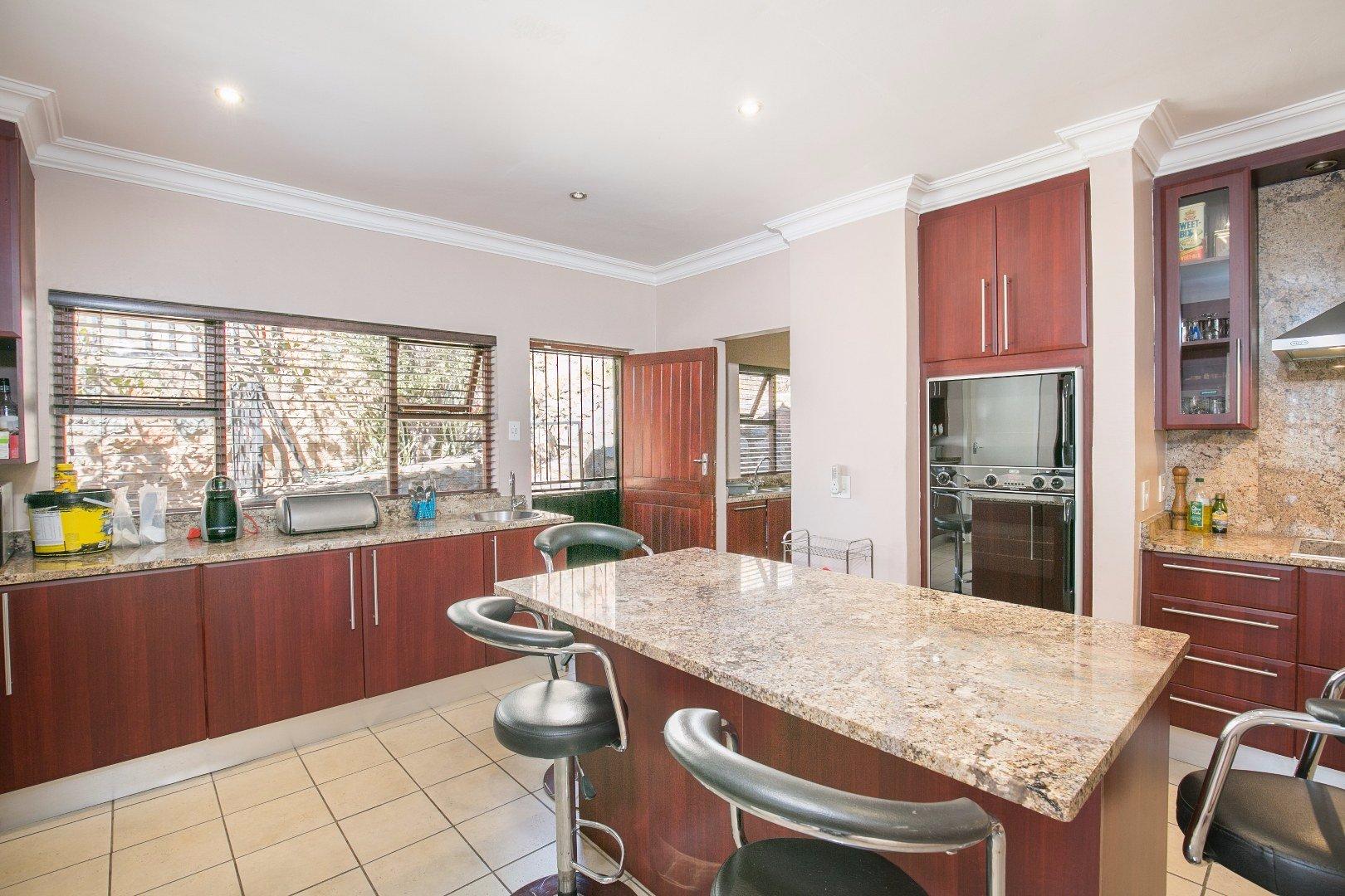 Glenvista property for sale. Ref No: 13524495. Picture no 4