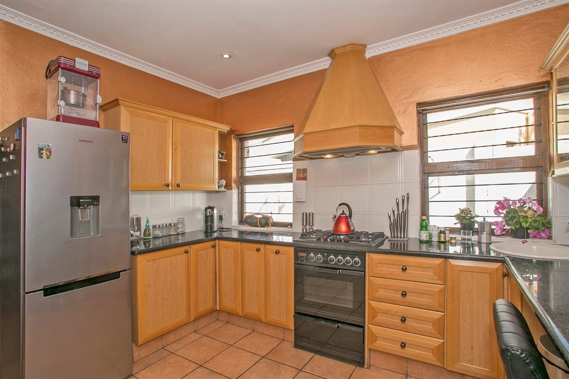 House for sale in fourways 3 bedroom 13378870 3 29 for Kitchen cupboards fourways