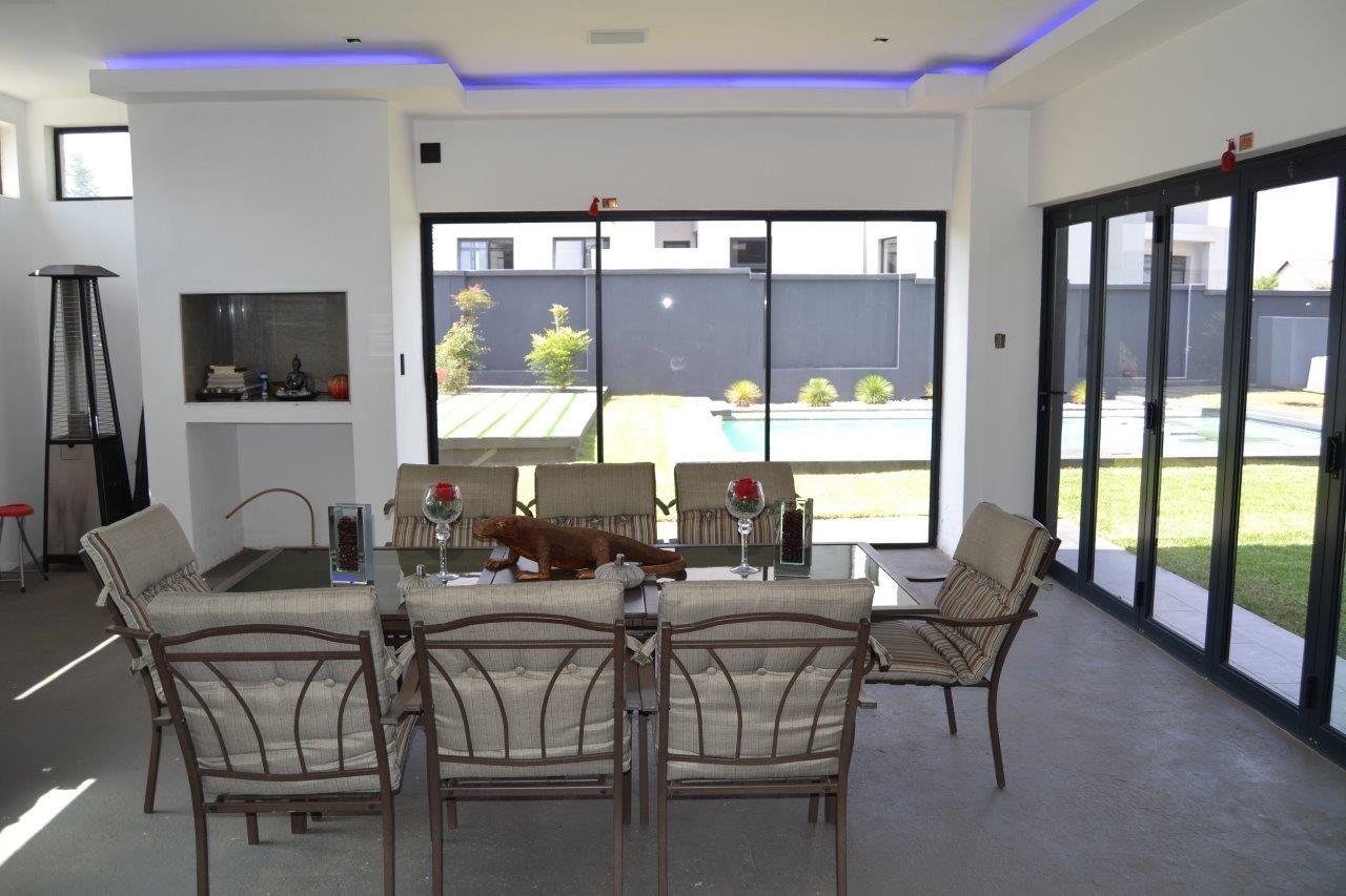 Midstream Hill Estate property for sale. Ref No: 13584239. Picture no 12