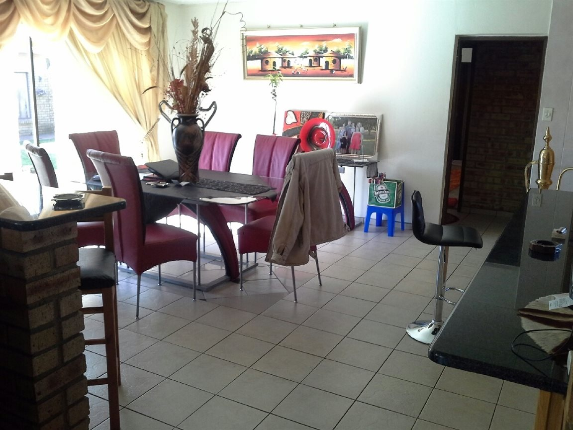 Heilbron property for sale. Ref No: 12764559. Picture no 5
