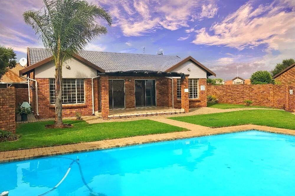 Centurion, Rooihuiskraal North Property    Houses For Sale Rooihuiskraal North, Rooihuiskraal North, Townhouse 2 bedrooms property for sale Price:1,325,000