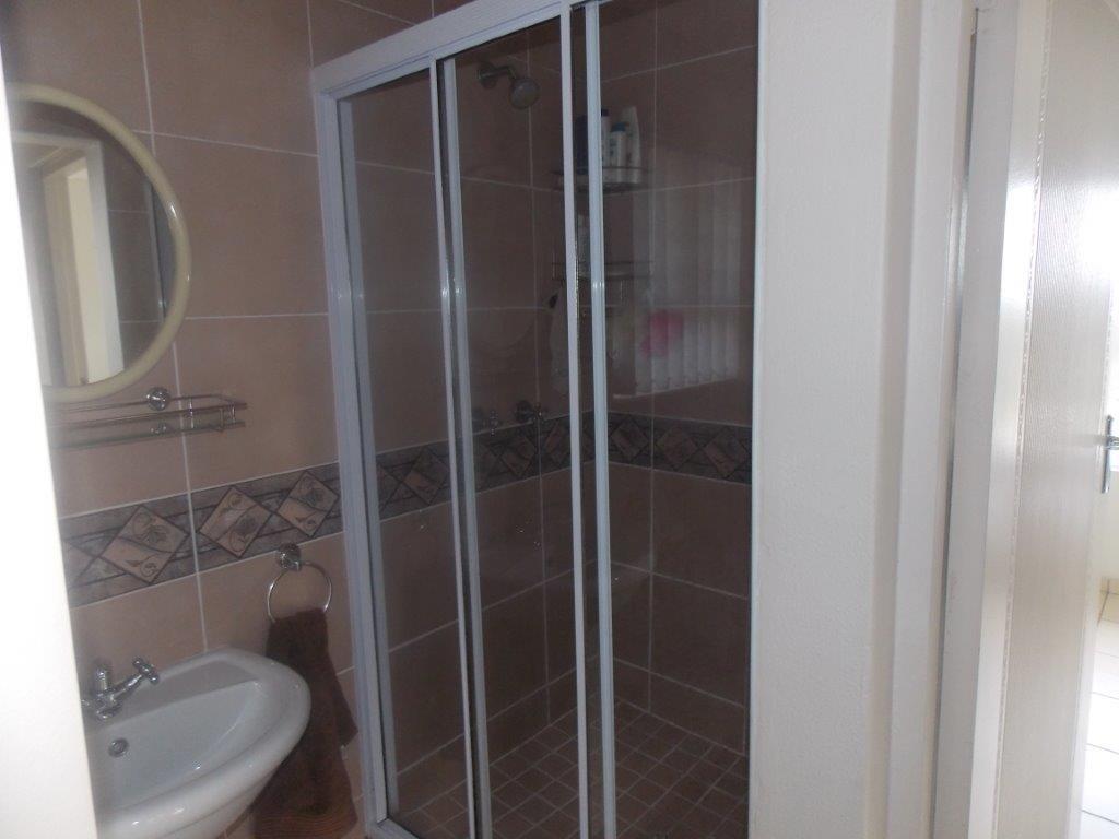 Amanzimtoti property for sale. Ref No: 13372994. Picture no 36
