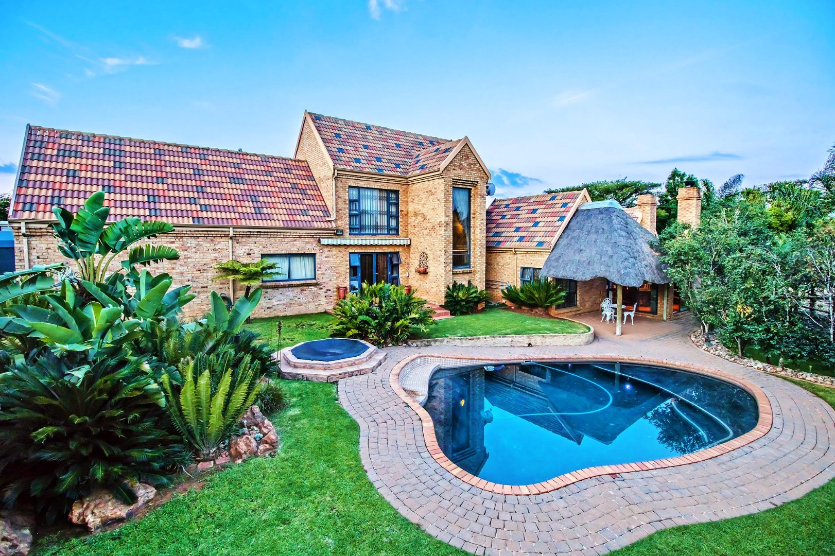 Property and Houses for sale in Moreleta Park, House, 4 Bedrooms - ZAR 2,995,000