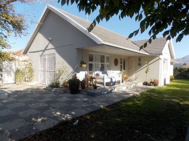 Cape Town, Plumstead Property    Houses For Sale Plumstead, Plumstead, House 4 bedrooms property for sale Price:3,550,000