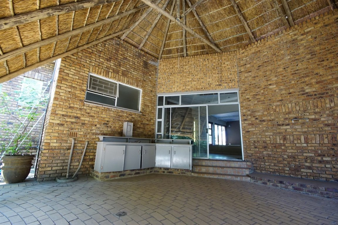 Three Rivers East property for sale. Ref No: 12734571. Picture no 13