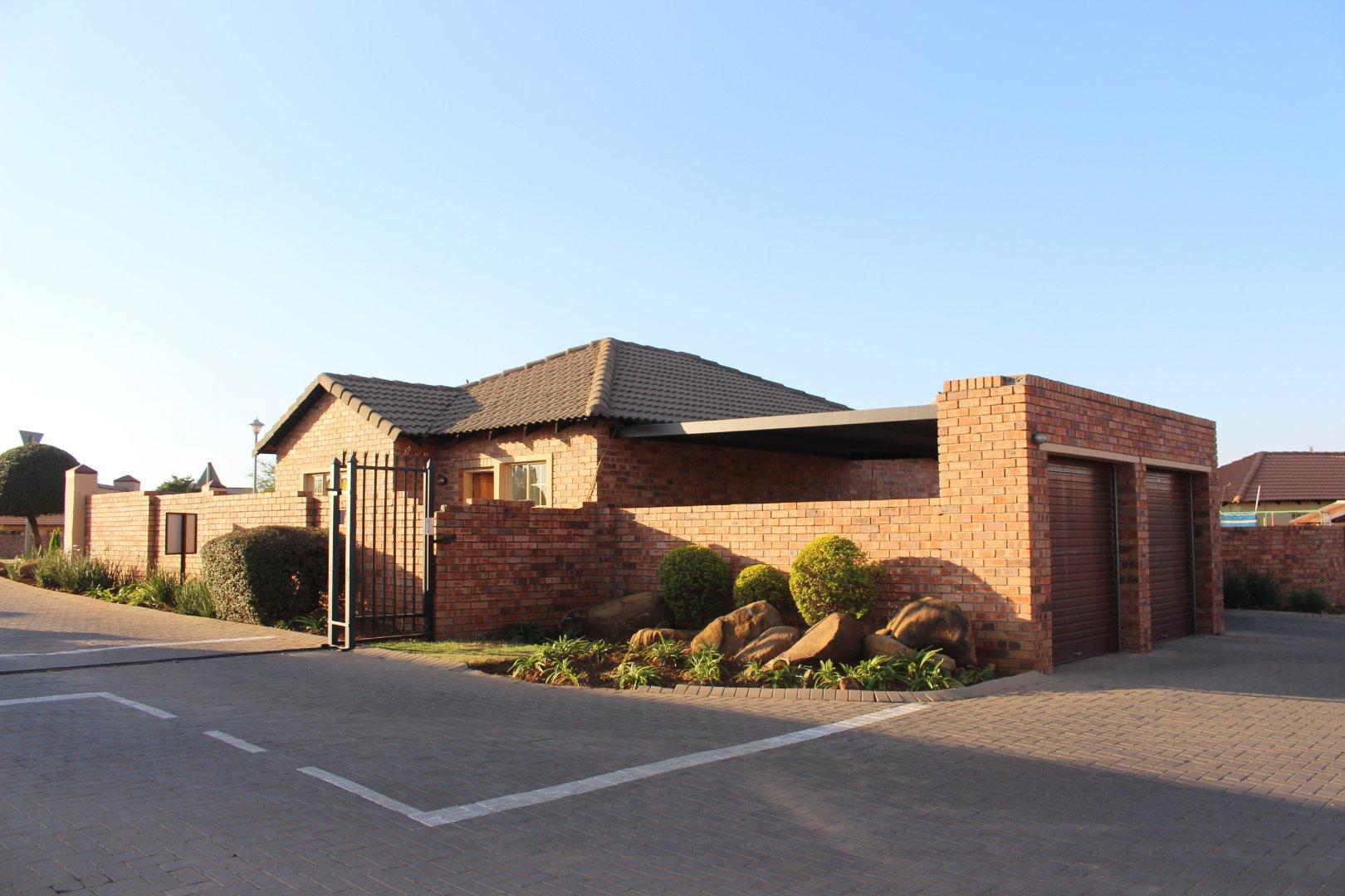 Centurion, Heuwelsig Estate Property  | Houses For Sale Heuwelsig Estate, Heuwelsig Estate, Townhouse 3 bedrooms property for sale Price:1,250,000