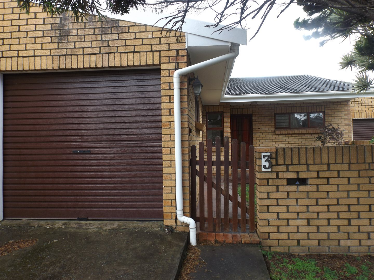 Property for Sale by DLC INC. ATTORNEYS Graham Hodson, Townhouse, 2 Bedrooms - ZAR 895,000