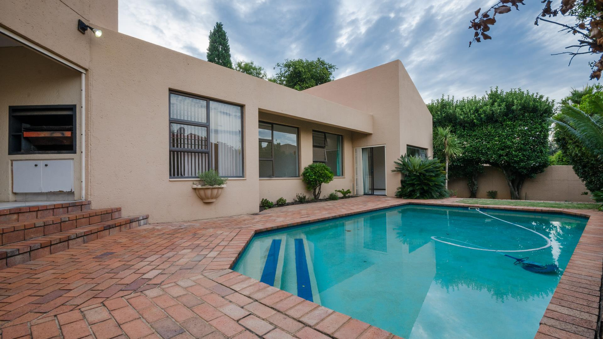 Lonehill property for sale. Ref No: 13445204. Picture no 22