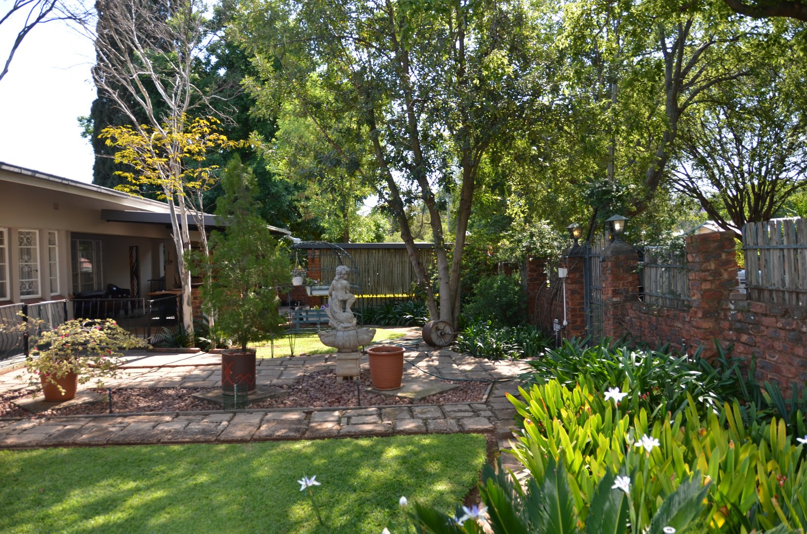 Property and Houses for sale in Rietondale, House, 4 Bedrooms - ZAR 2,250,000