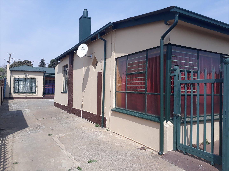 Krugersdorp, Krugersdorp West Property    Houses For Sale Krugersdorp West, Krugersdorp West, House 3 bedrooms property for sale Price:915,000