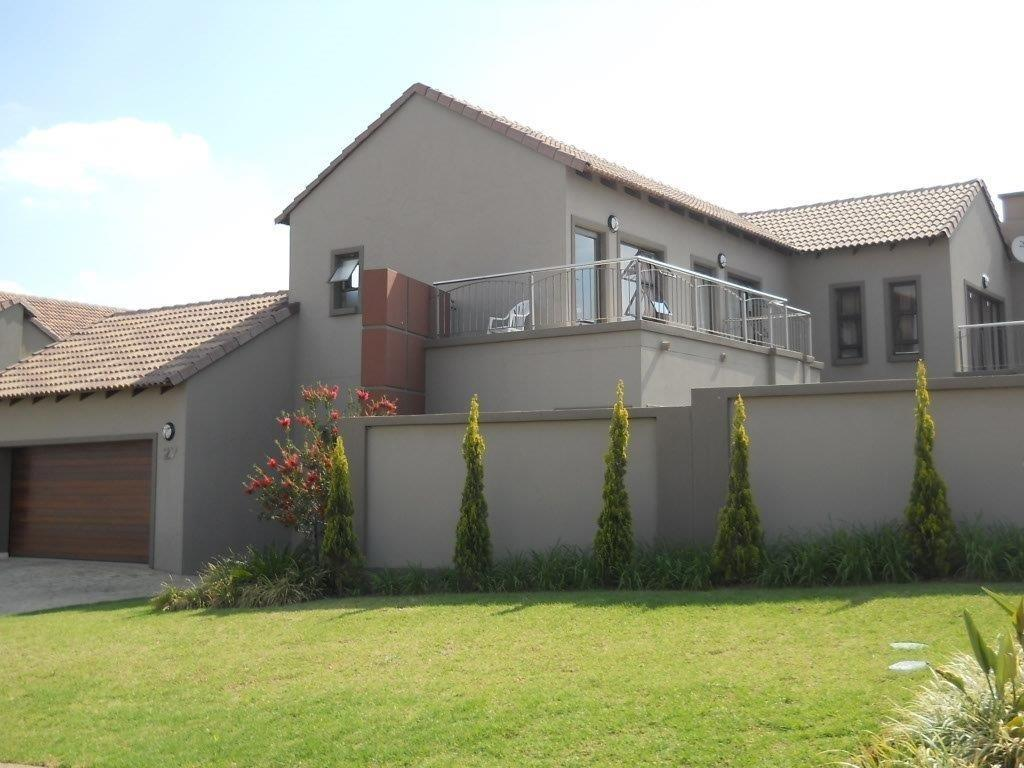 Property to Rent by Ernst Van Eck, House, 3 Bedrooms - ZAR , 23,00*,M
