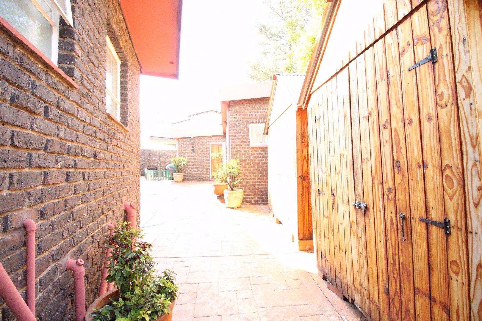 Mulbarton property for sale. Ref No: 13511727. Picture no 33