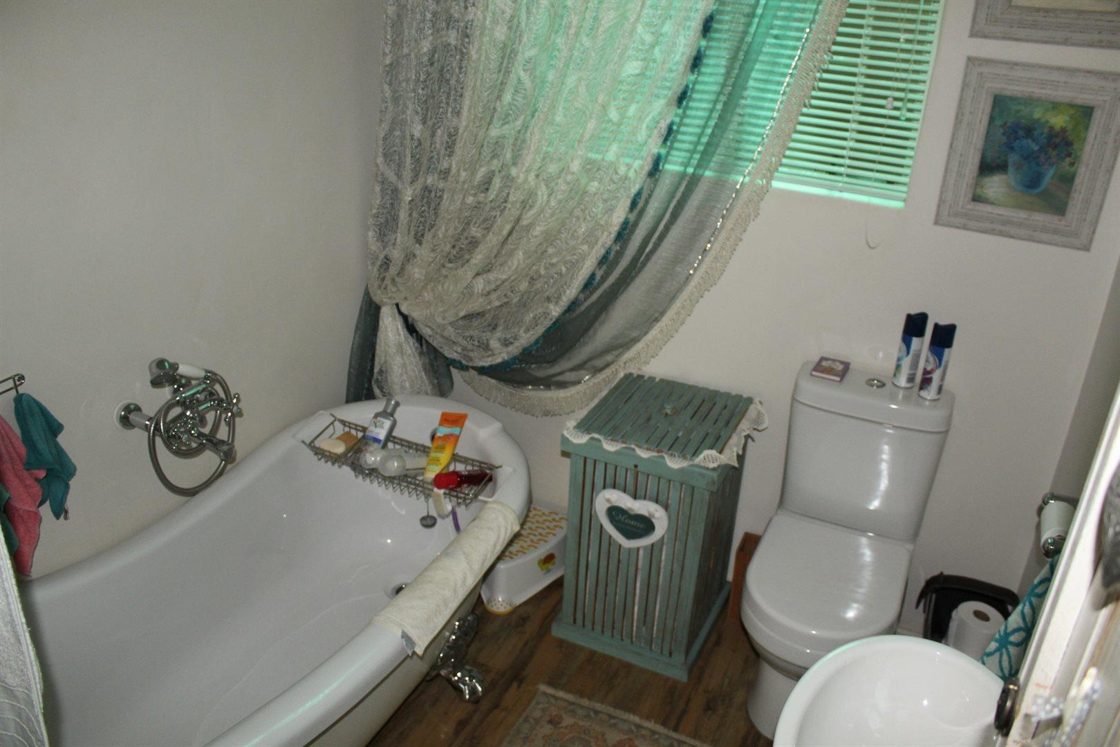 Karenpark property for sale. Ref No: 13566728. Picture no 12
