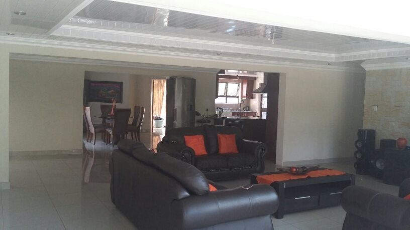Karenpark property for sale. Ref No: 13565301. Picture no 8