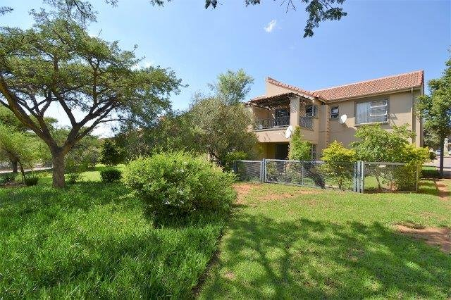Property and Houses for sale in Leeuwenhof Estate, Apartment, 2 Bedrooms - ZAR 850,000