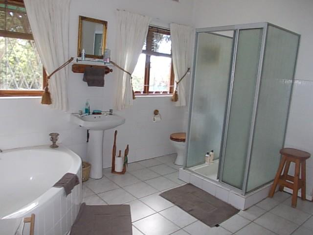 Margate property for sale. Ref No: 12735439. Picture no 11