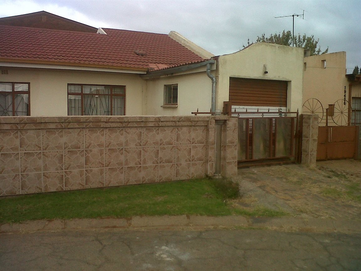 Sebokeng Zone 14 property for sale. Ref No: 12795344. Picture no 3