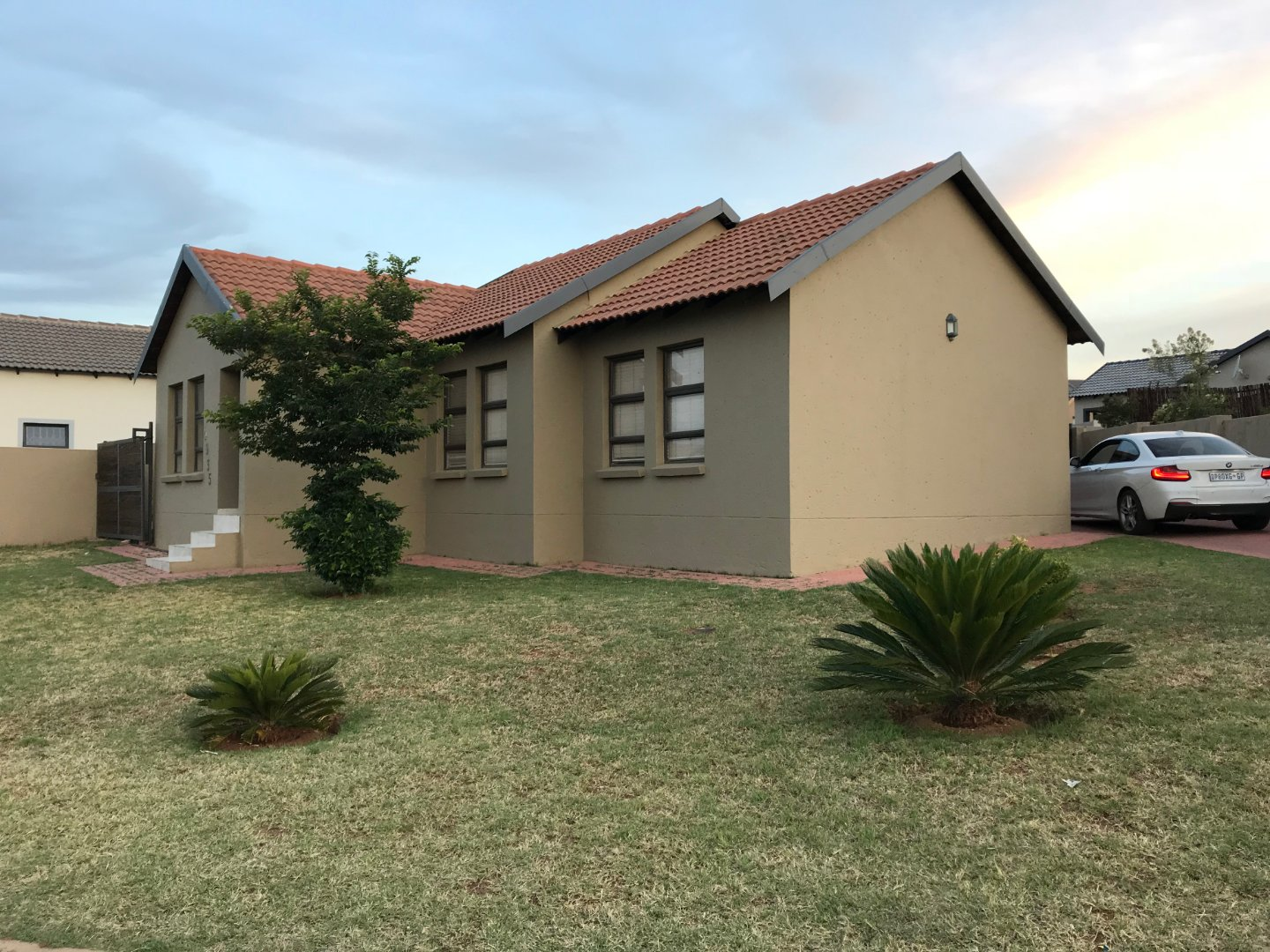 Property and Houses for sale in Summerfields Estate, House, 2 Bedrooms - ZAR 1,360,000