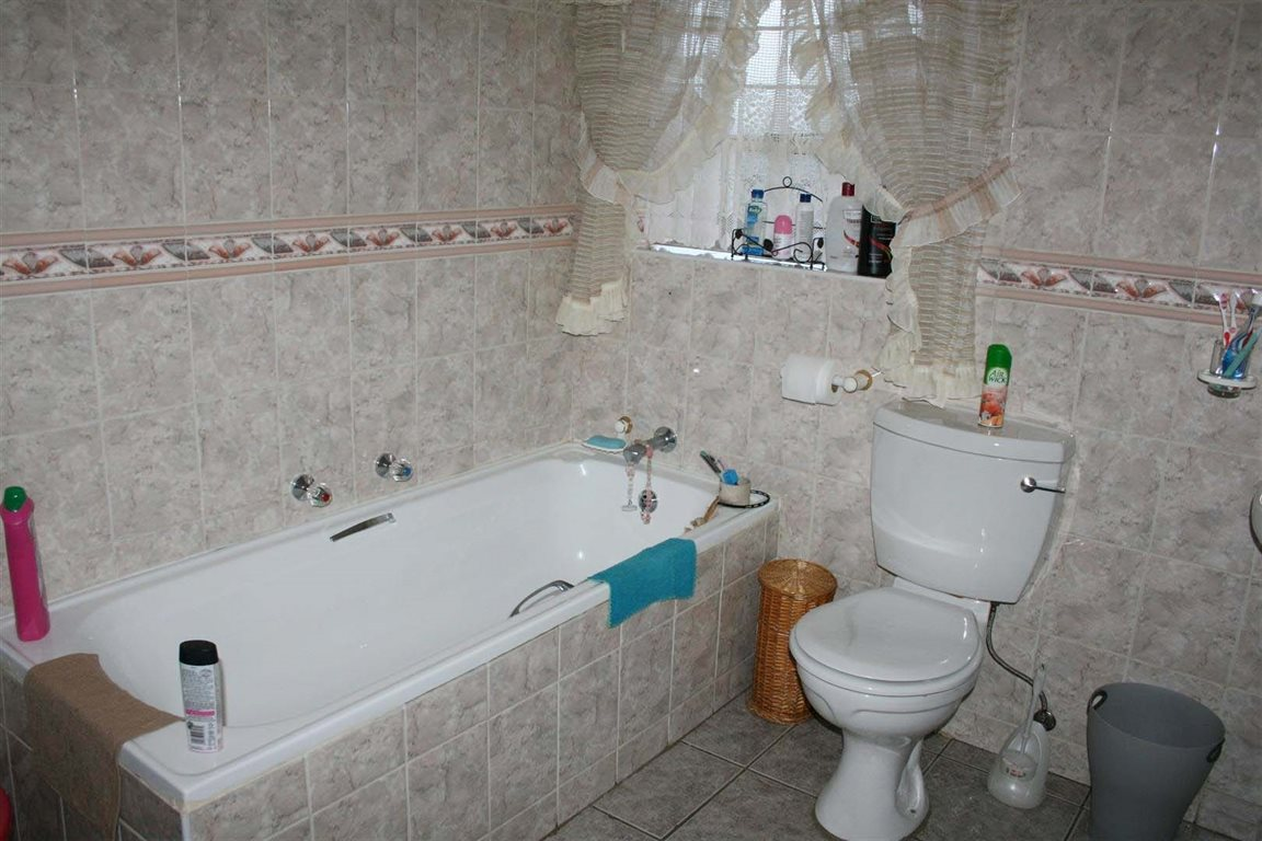 Greenhills property for sale. Ref No: 12796514. Picture no 9