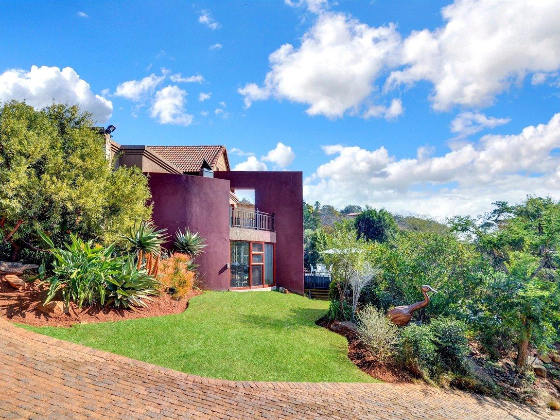Glenvista property for sale. Ref No: 13390499. Picture no 30