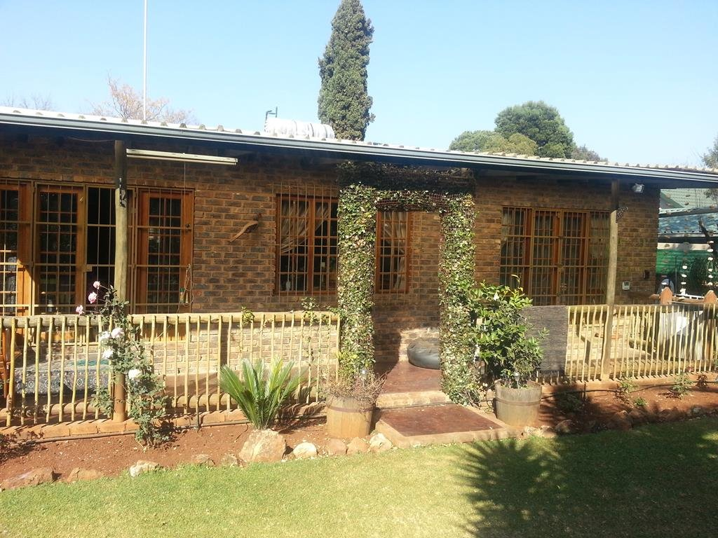 Property and Houses for sale in Bronberrick, House, 3 Bedrooms - ZAR 2,700,000