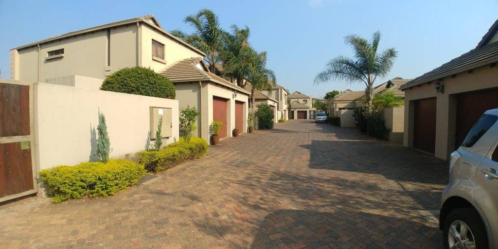 Property and Houses to rent in Gauteng, Townhouse, 3 Bedrooms - ZAR , 17,00*,M